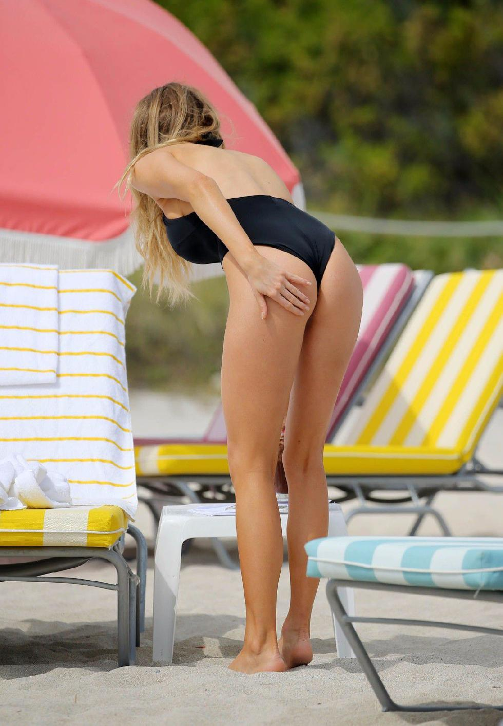 Charlotte McKinney is showing a nipple - 11