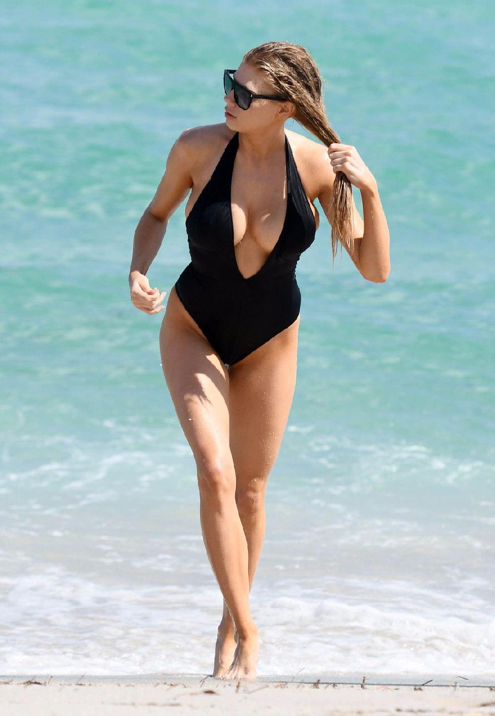 Charlotte McKinney is showing a nipple - 9