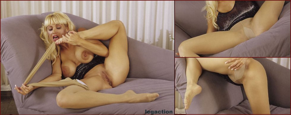 Horny Barbi in pantyhose - 11