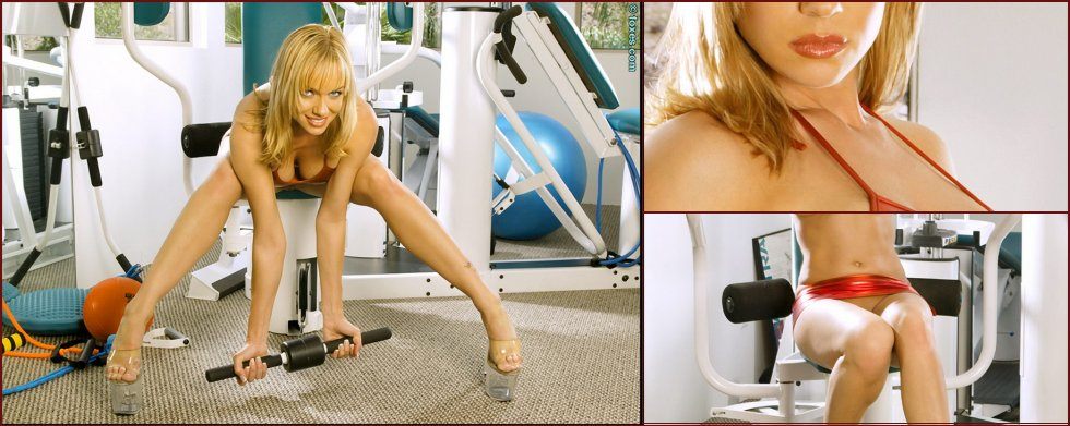 Hot Amber Evans in the power training gym - 10