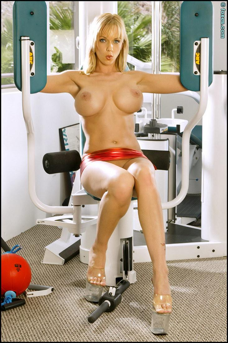 Hot Amber Evans in the power training gym - 11