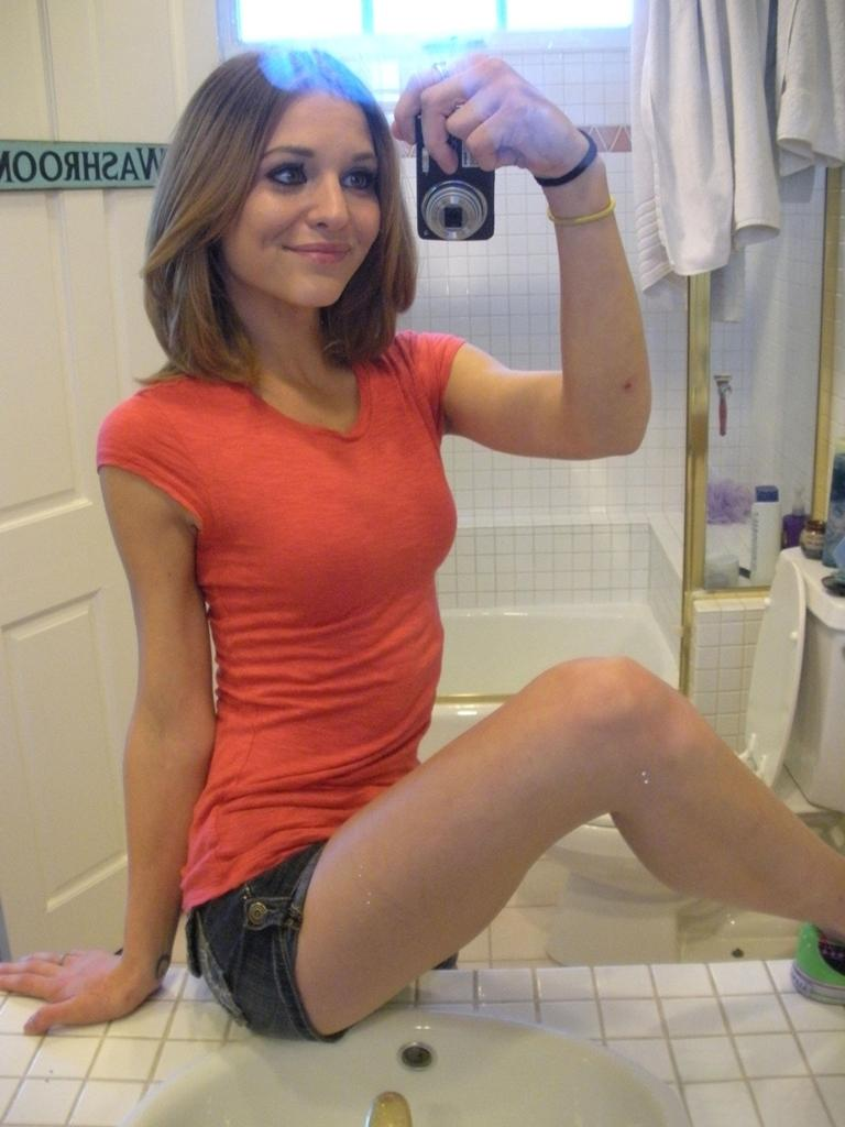 Magnificent amateur in the bathroom - 2