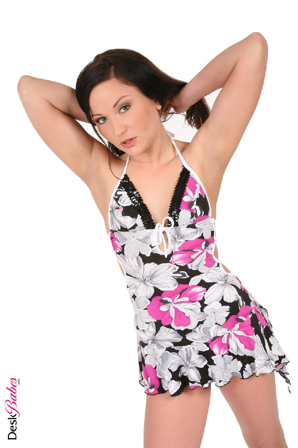 Smiling brunette in sexy stilettos - Niki Sweet - 3