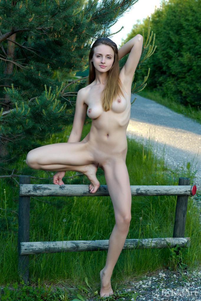 Long-haired beauty strips by the road - Vittoria Amada - 13
