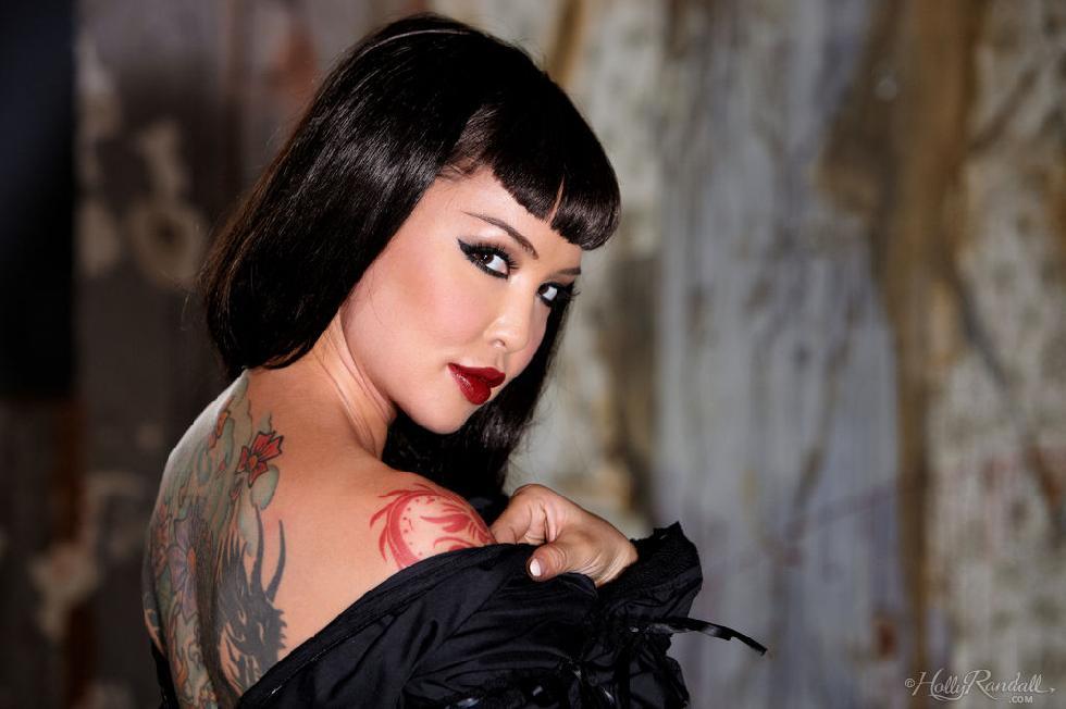 Tattooed brunette in black - Masuimi Max - 5