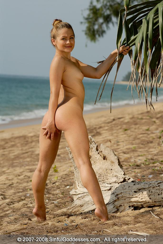 Wonderful Naked Girl On The Beach Jessica