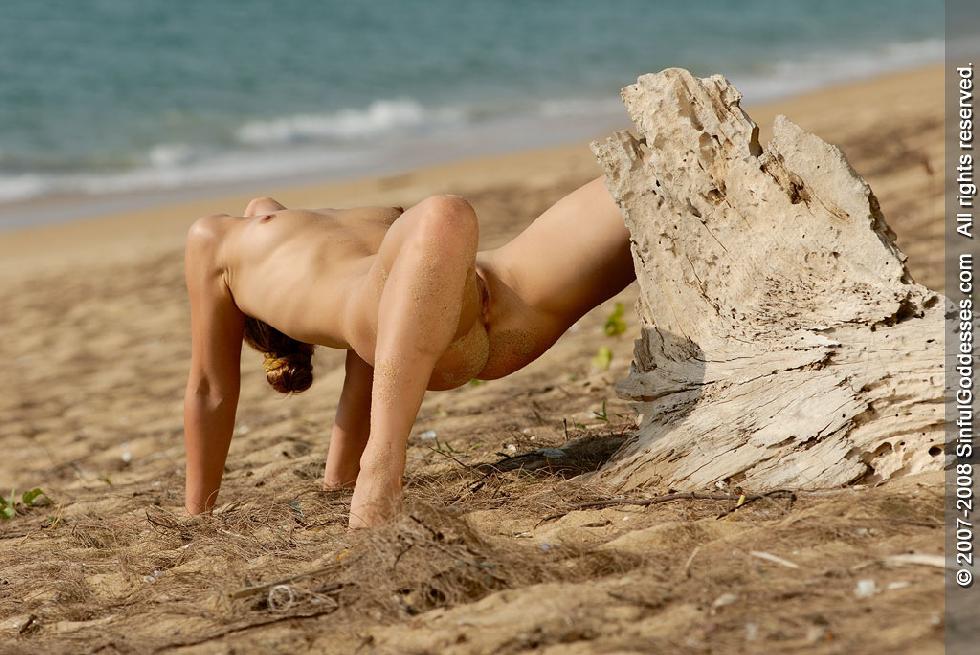 Wonderful naked girl on the beach - Jessica - 12