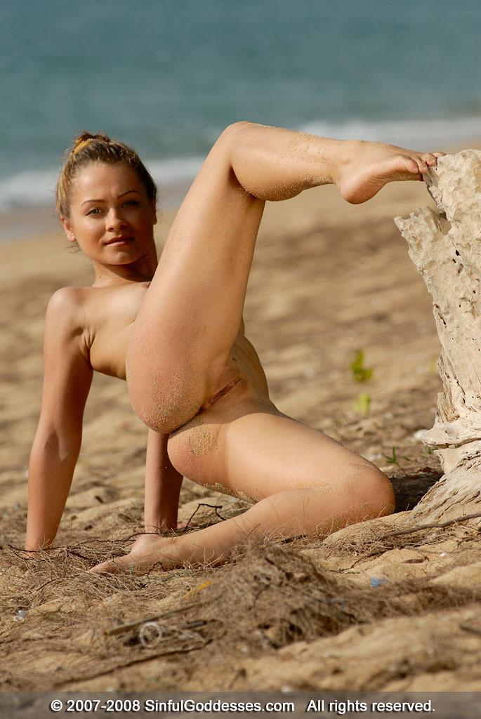 Wonderful naked girl on the beach - Jessica - 13
