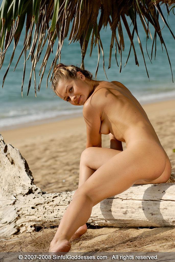 Wonderful naked girl on the beach - Jessica - 3