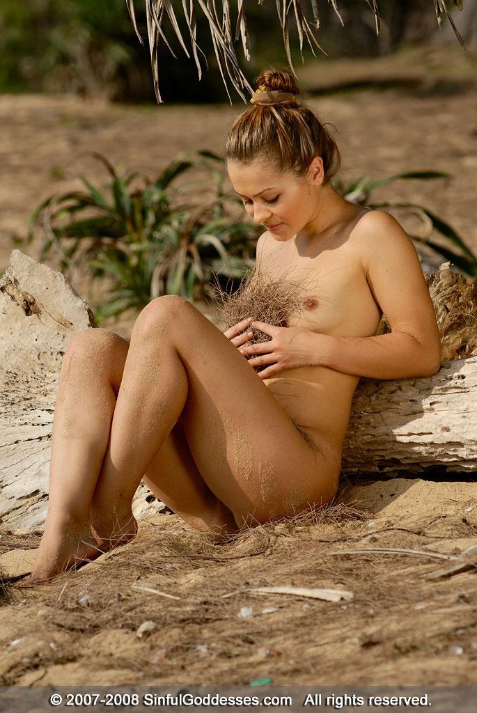 Wonderful naked girl on the beach - Jessica - 4