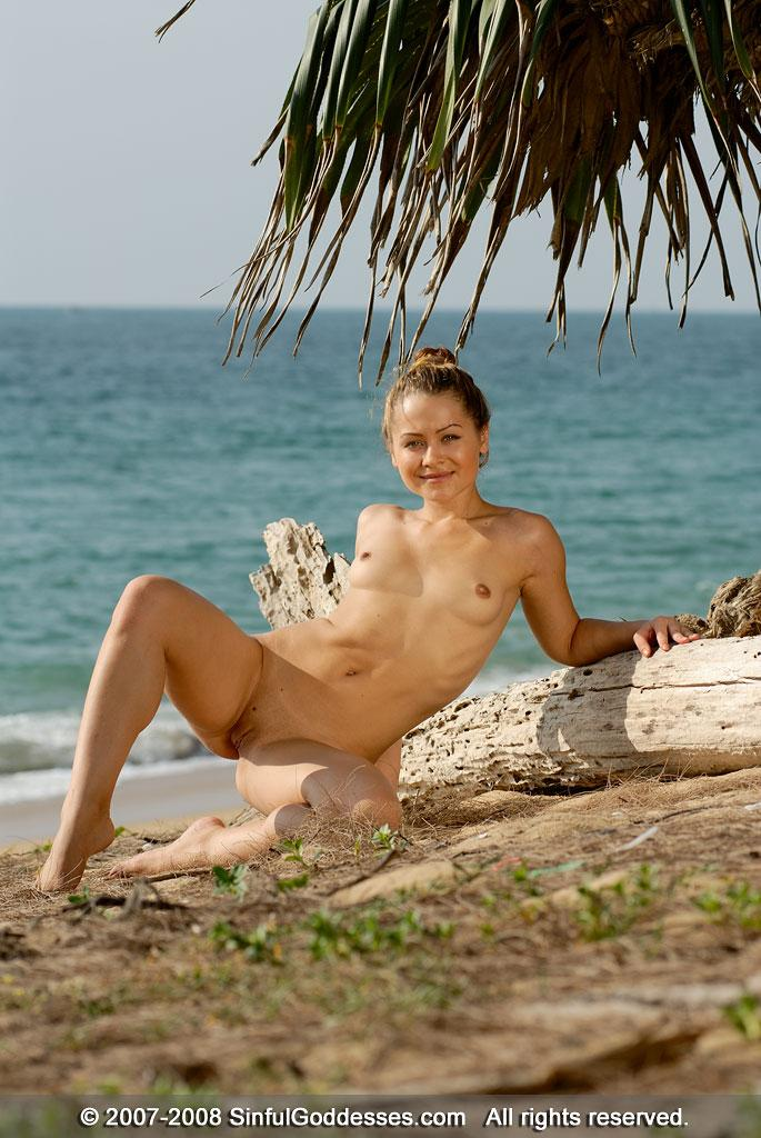 Wonderful naked girl on the beach - Jessica - 6