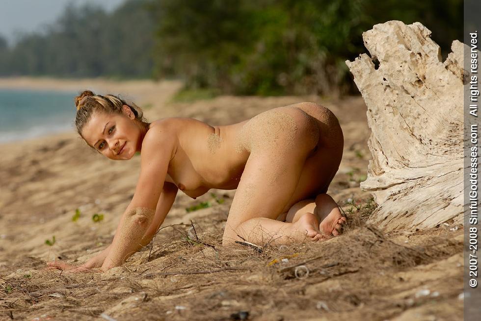 Wonderful naked girl on the beach - Jessica - 7
