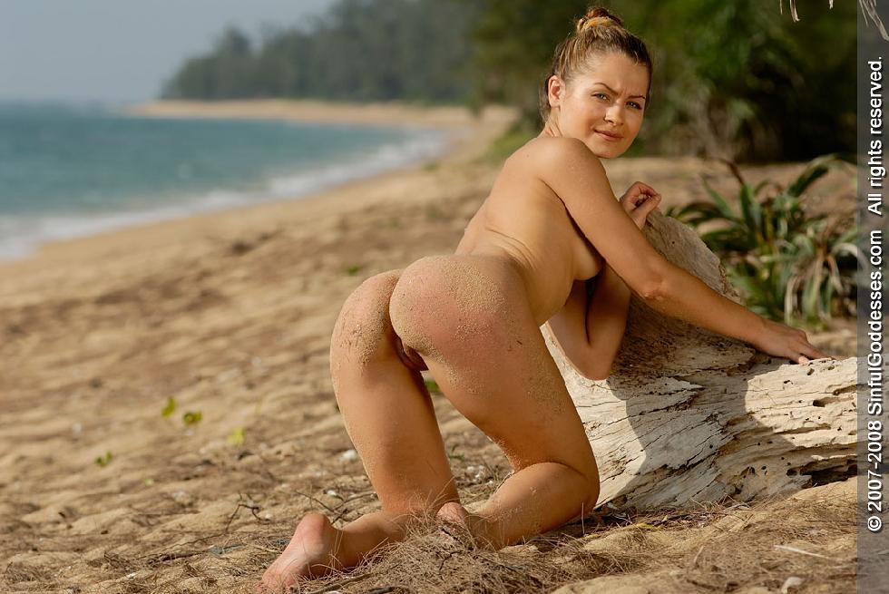 Wonderful naked girl on the beach - Jessica - 8