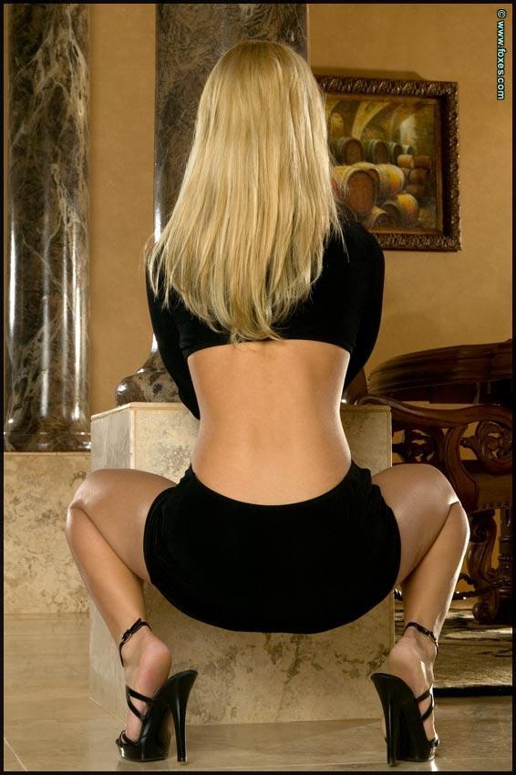 Busty Jenny Poussin in black - 3
