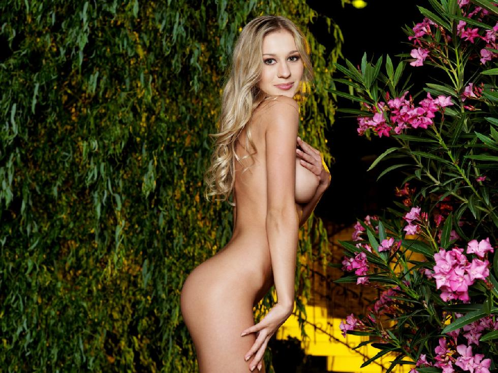 Fascinating Felicity in the beautiful garden - 4