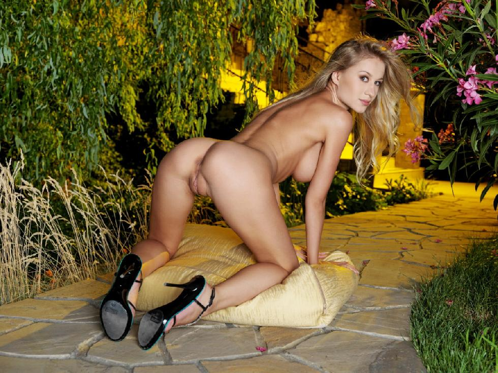 Fascinating Felicity in the beautiful garden - 8