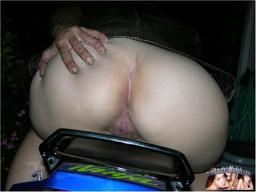 Amateur Selina is riding on her bike - 9
