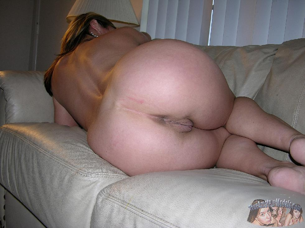 Sexy wife named Sophia is posing on the couch - 5