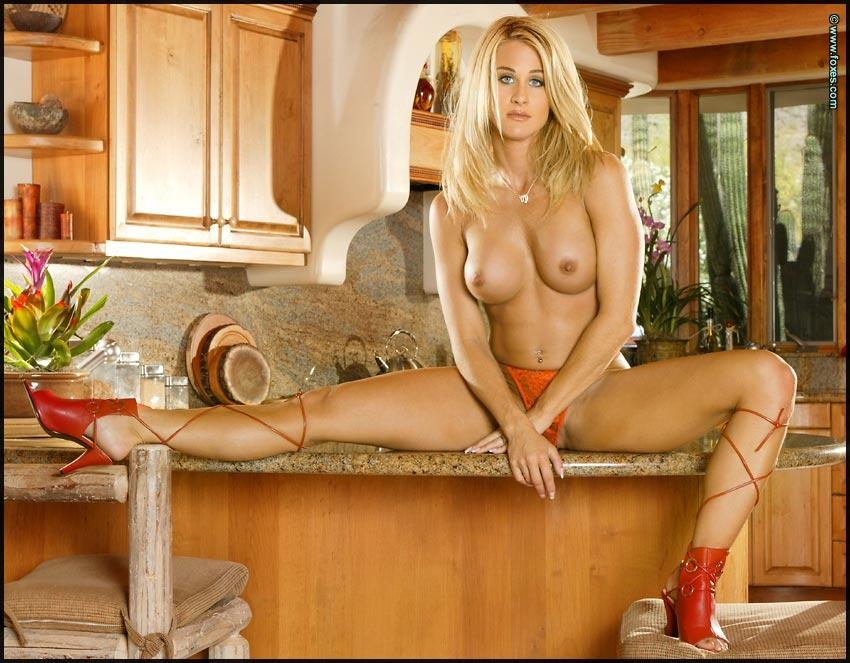 Busty Ahmo Hight in the kitchen - 5