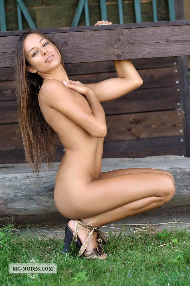 Stunning Dominika shows gread ass - 1