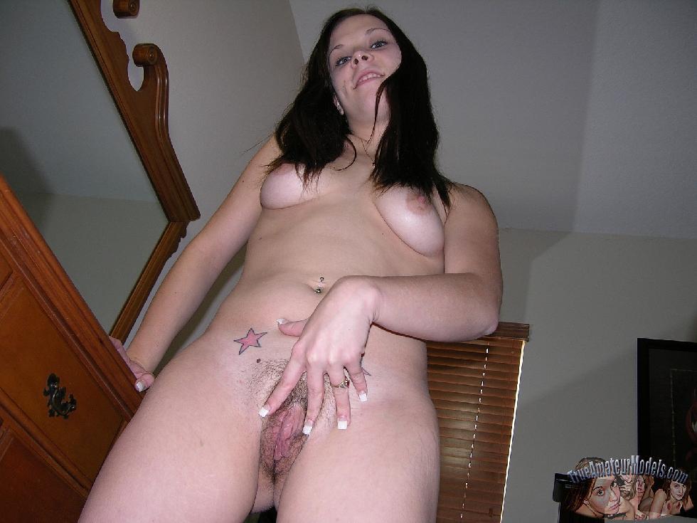 Amateur Kelsie is spreading her butt - 10