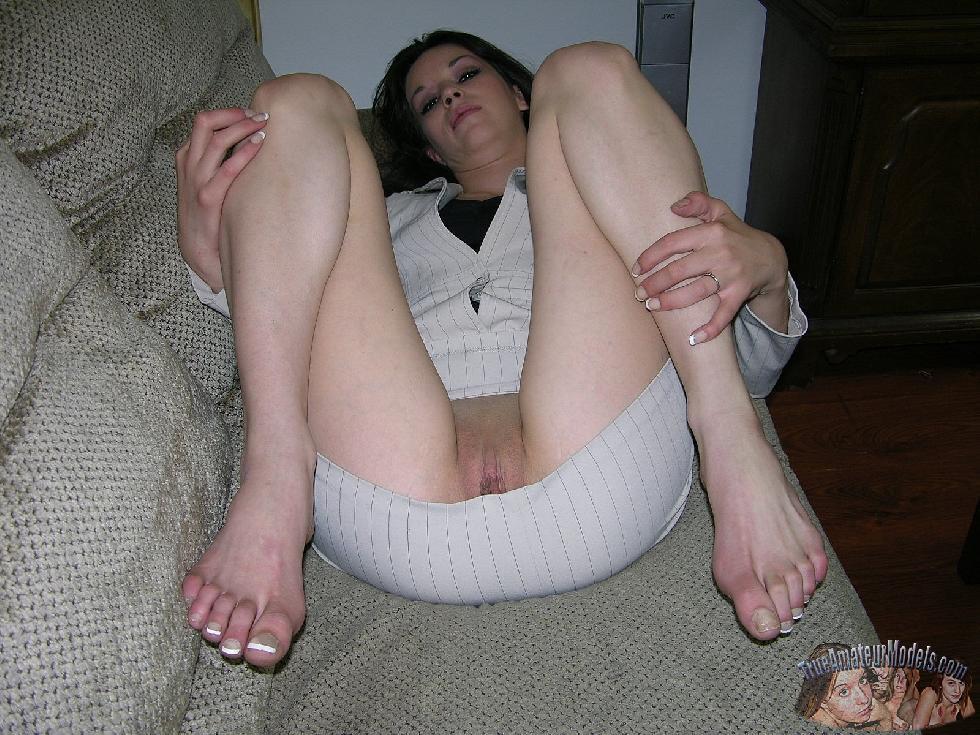 Enjoy brunette Lynn and her love holes - 2