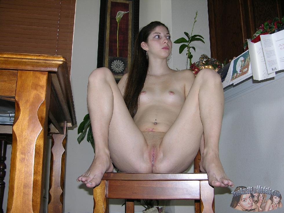 Naked Tatiana is showing her slim body - 6