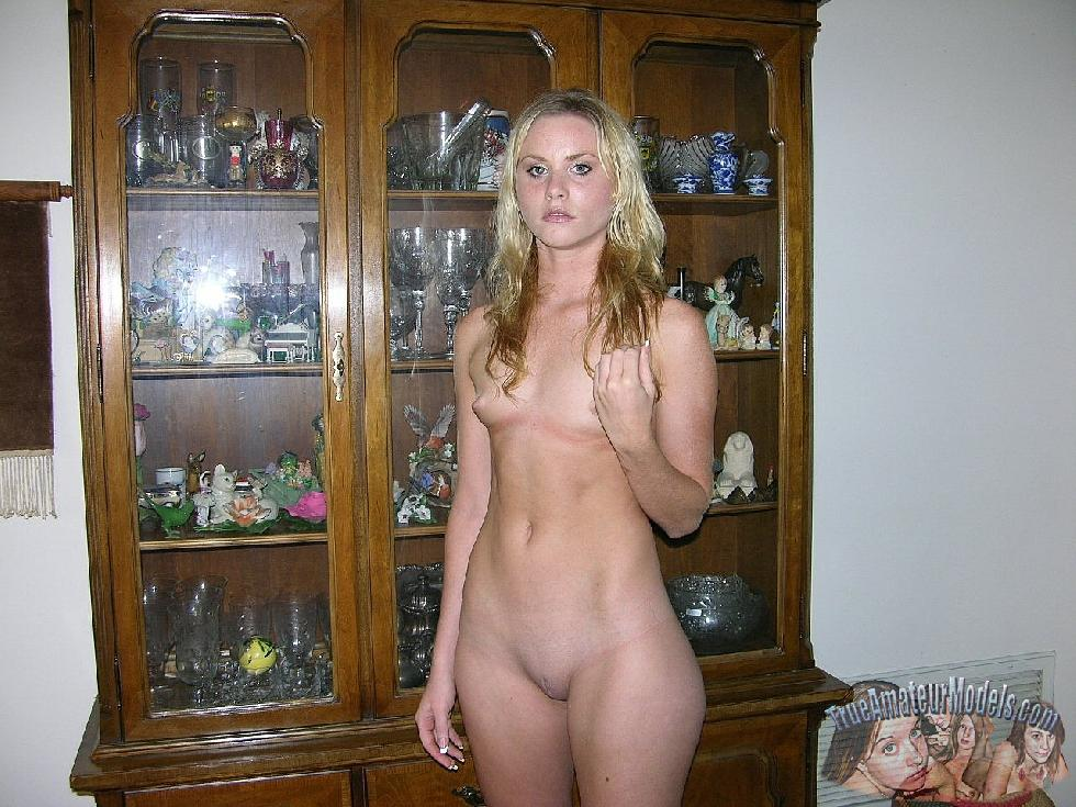 Blonde Katya likes to show her young pussy - 3