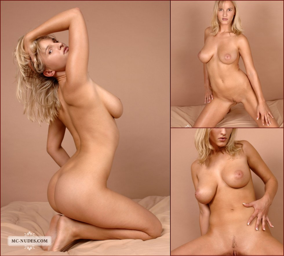 Naked Amanda is spreading her legs - 98