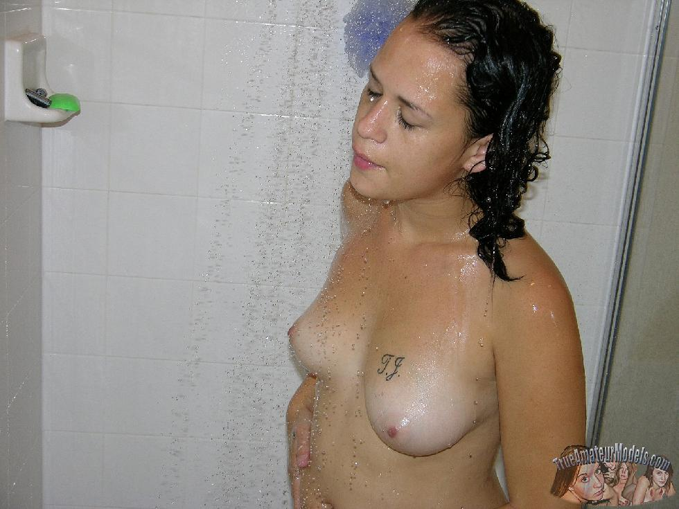Sexy amateur Jenna is taking a shower - 9