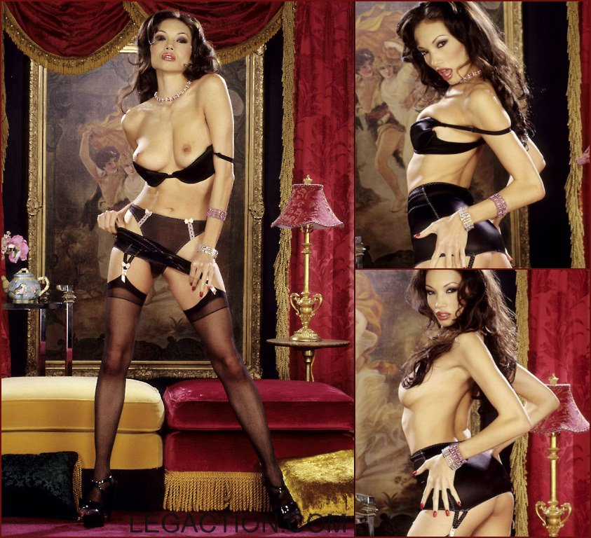 Donna is striking crazy poses in black lingerie - 34