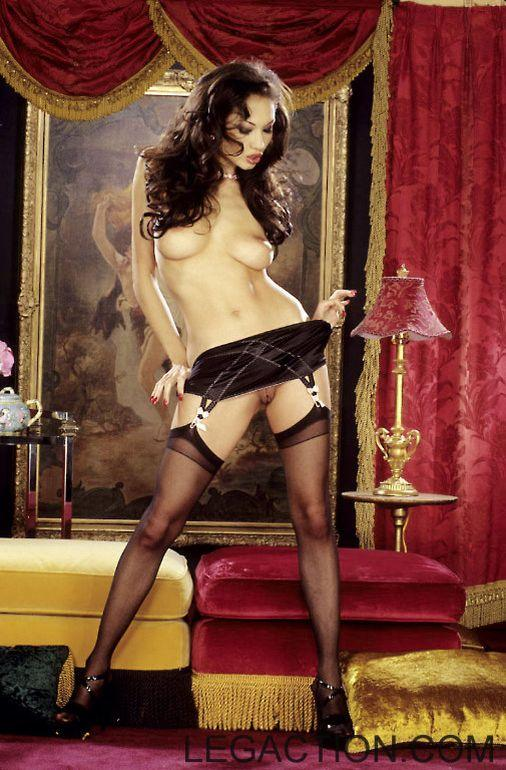Donna is striking crazy poses in black lingerie - 7