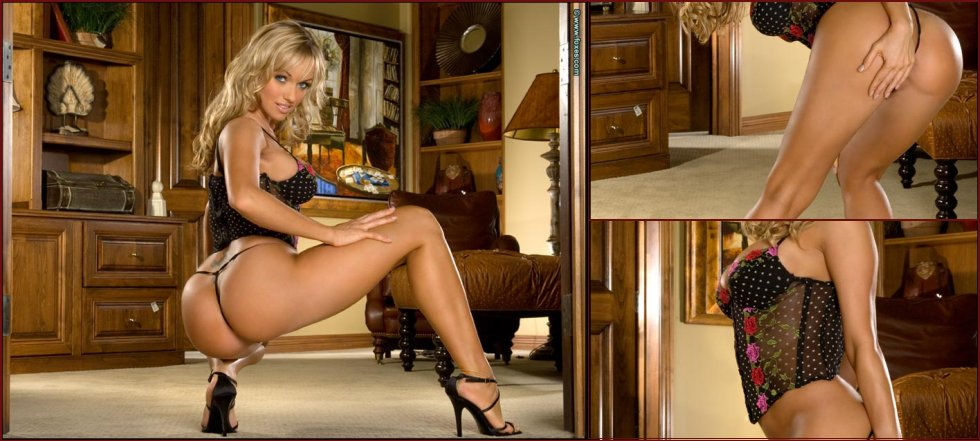 Amazing Amber Evans is presenting her georgeous body - 26