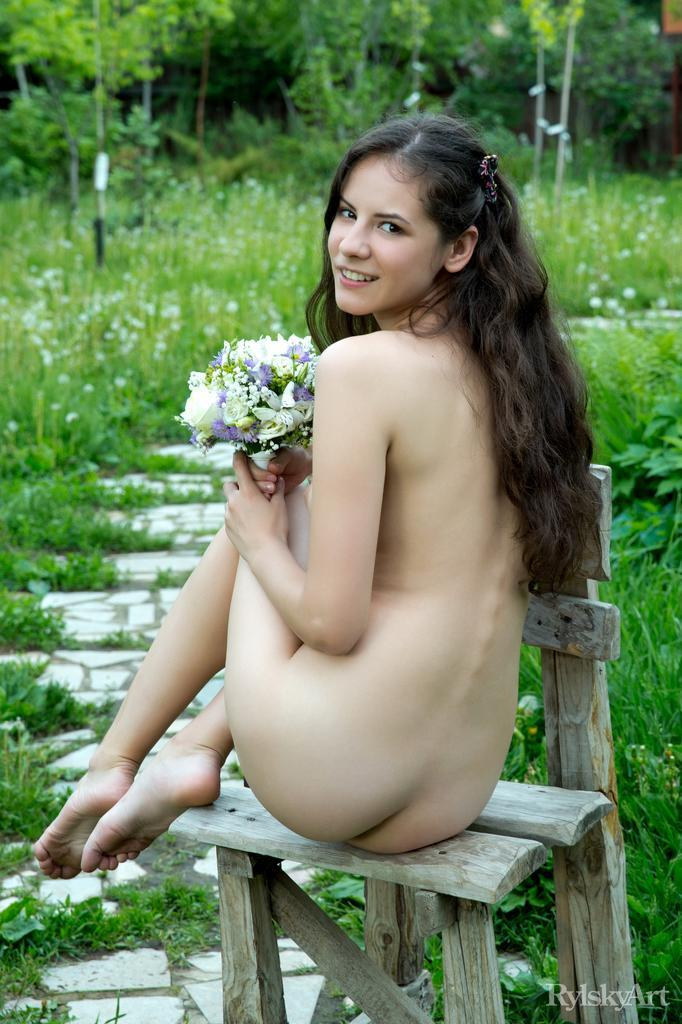Swan's pussy and butt loves nature - 11