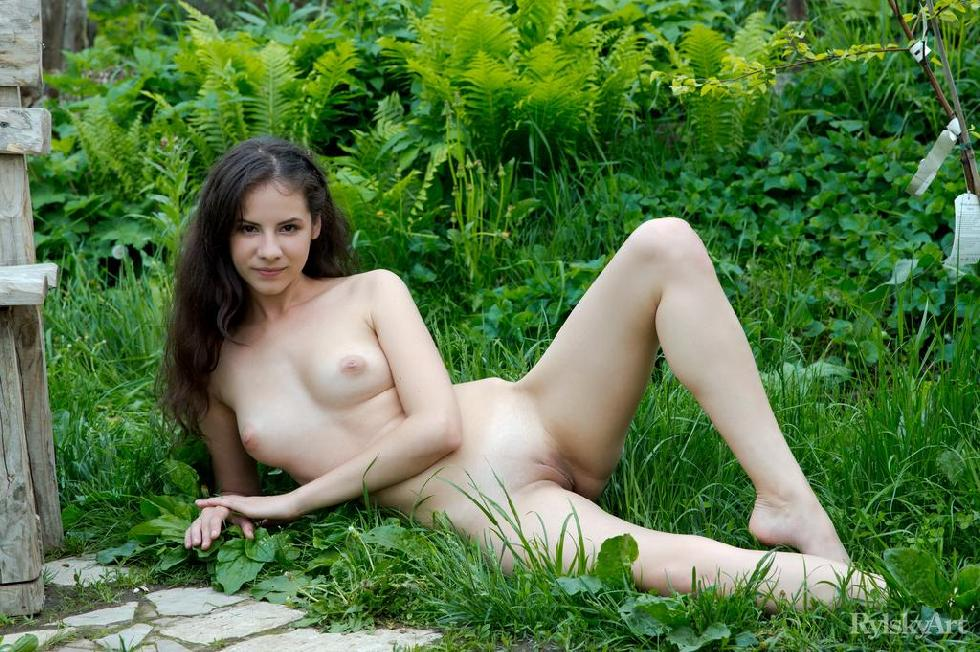 Swan's pussy and butt loves nature - 14