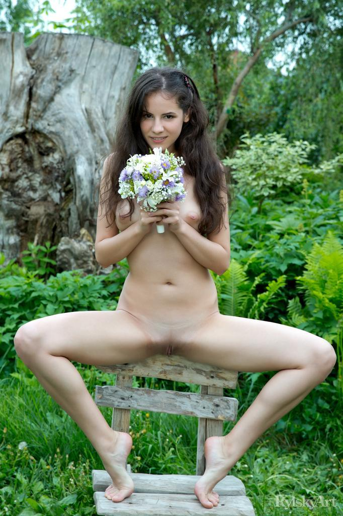 Swan's pussy and butt loves nature - 6