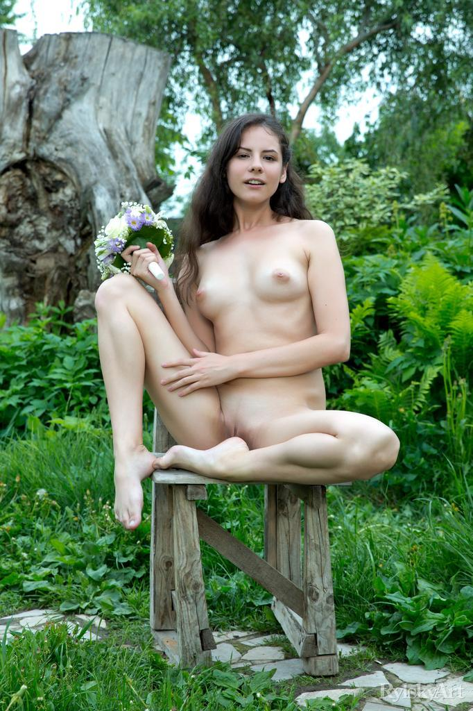Swan's pussy and butt loves nature - 7