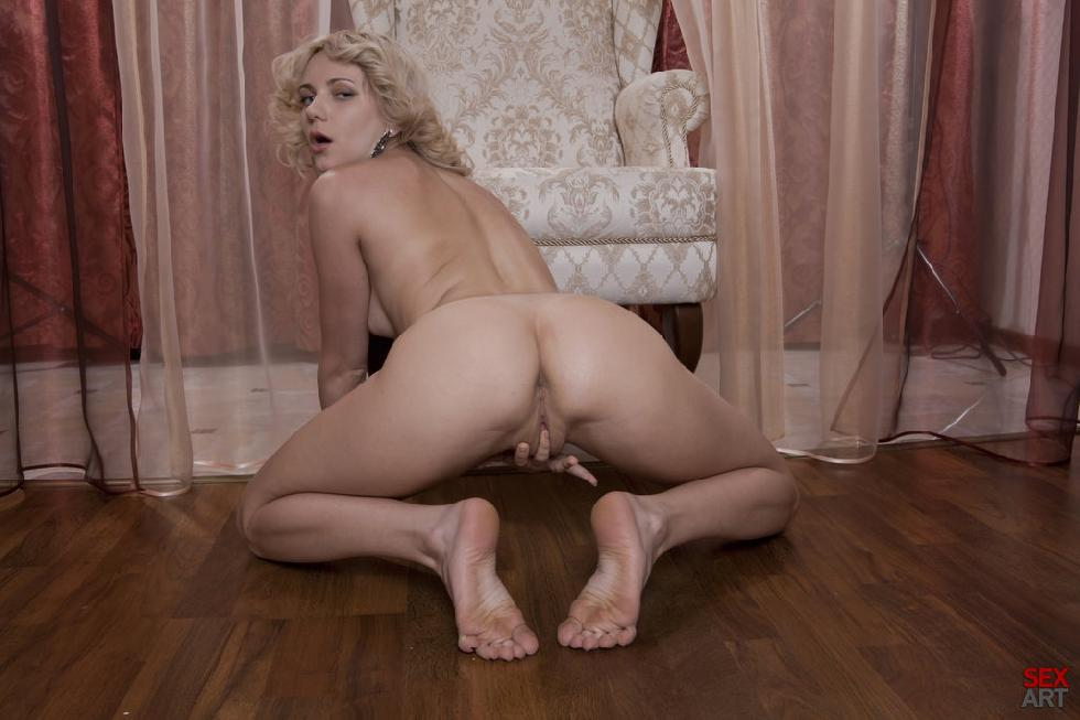 Blonde Niki Mey in a sexy vintage session - 11