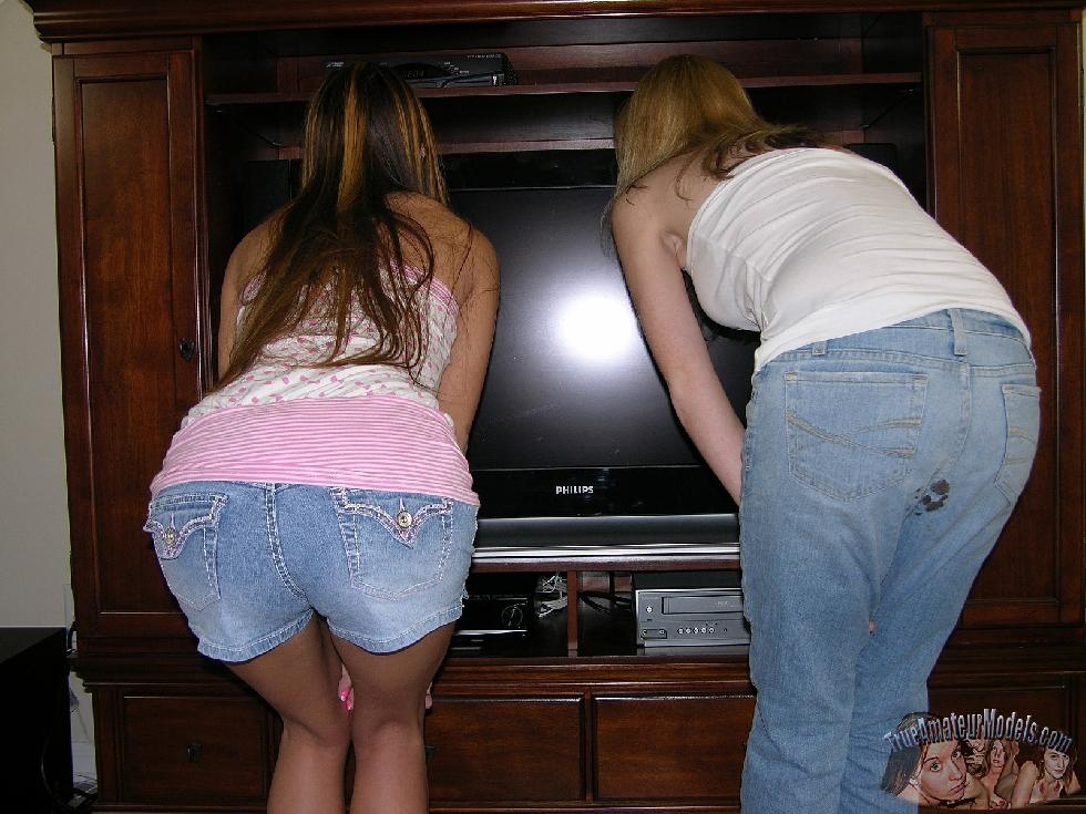 Two cuties are showing their round butts - Dallas & Ashlyn - 3