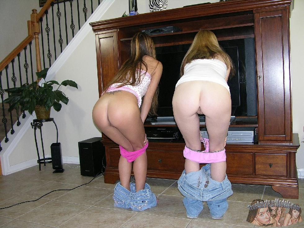 Two cuties are showing their round butts - Dallas & Ashlyn - 5