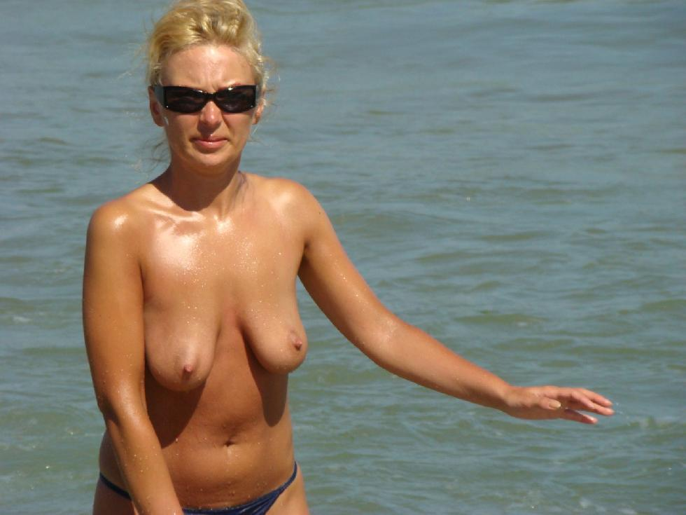 Topless and nude amateurs on the beach. Part 1 - 20