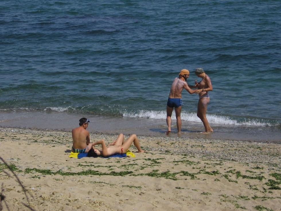Topless and nude amateurs on the beach. Part 1 - 25