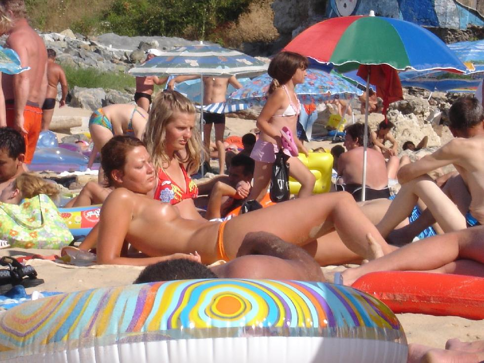 Topless and nude amateurs on the beach. Part 1 - 26