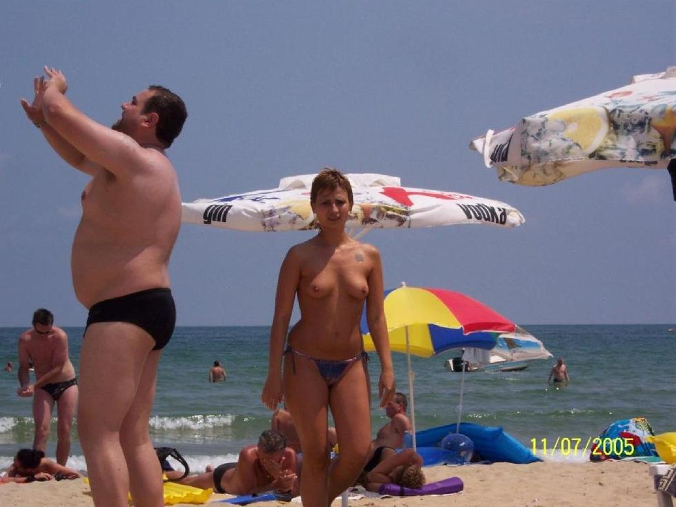 Topless and nude amateurs on the beach. Part 1 - 27