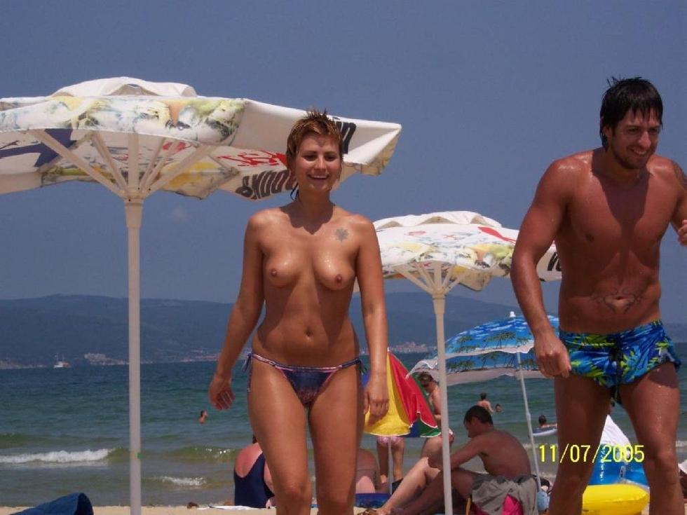 Topless and nude amateurs on the beach. Part 1 - 28