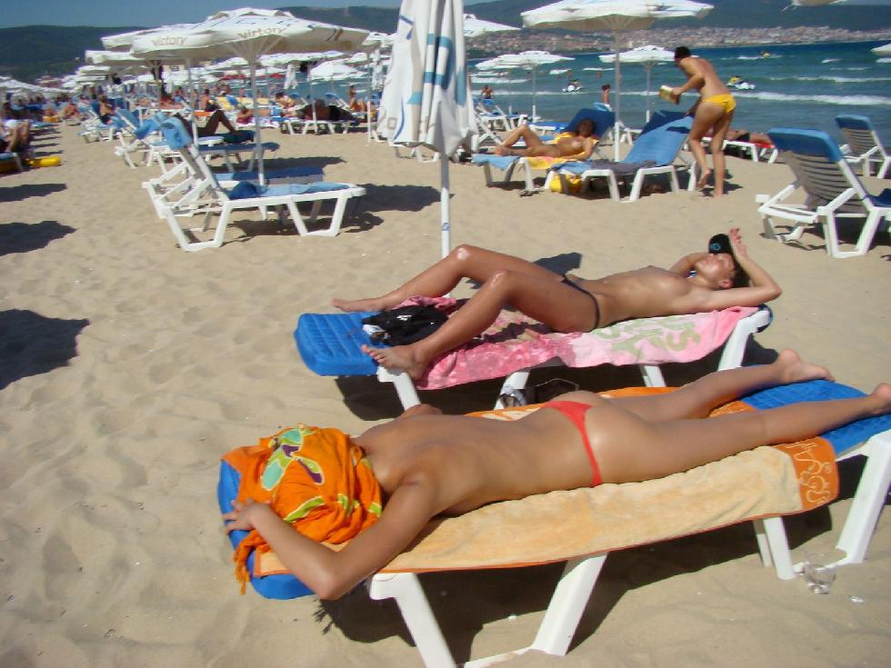 Topless and nude amateurs on the beach. Part 1 - 4
