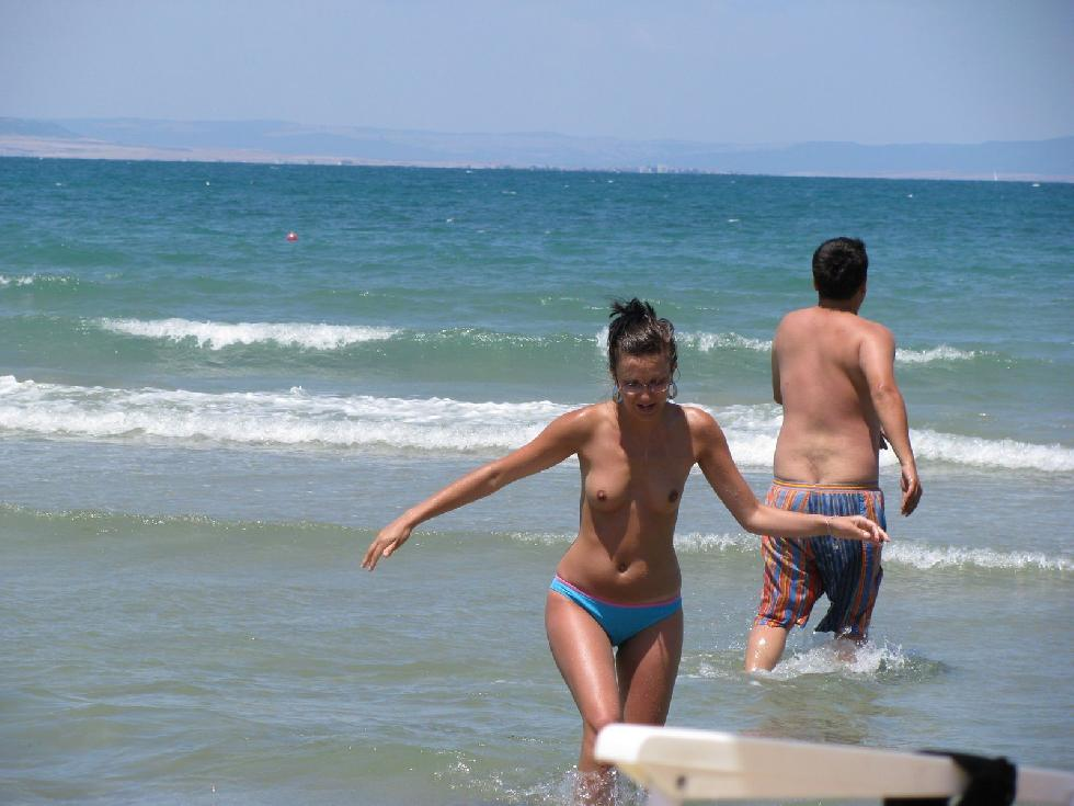 Topless and nude amateurs on the beach. Part 1 - 8