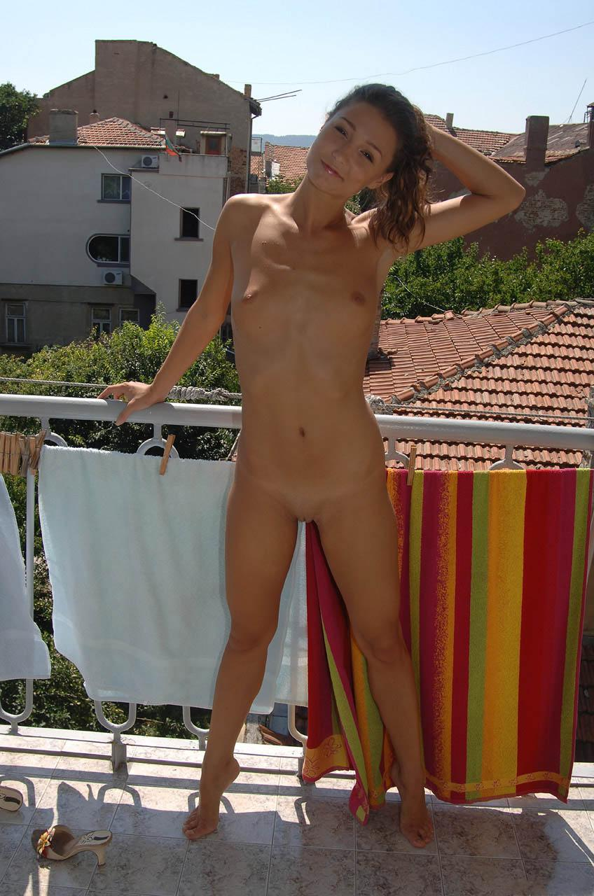 Hot amateur is showing her fantastic body - 11