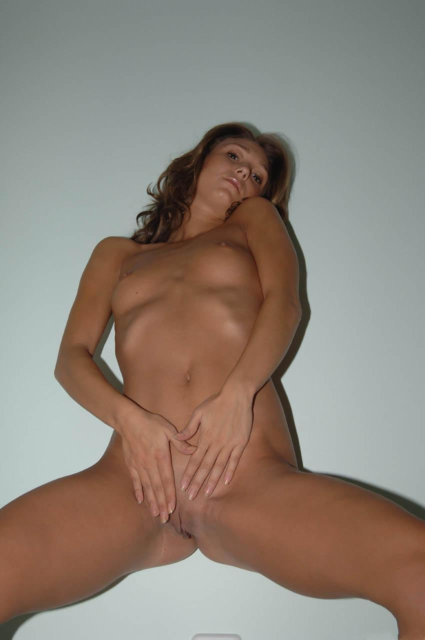 Hot amateur is showing her fantastic body - 14