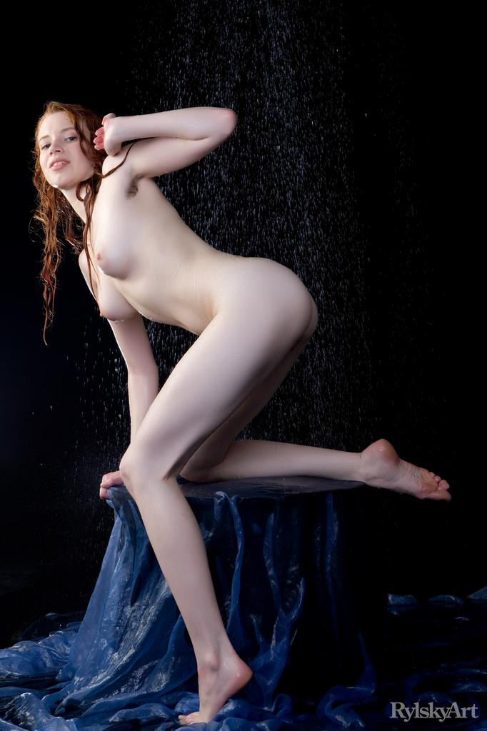 Marvelous redhead in wet photoshoot - Gillian - 10
